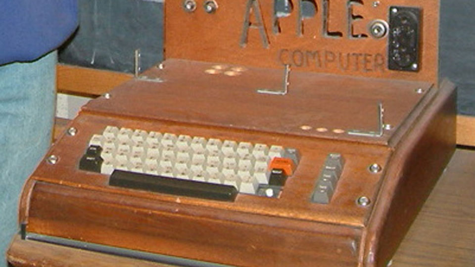Antique-Apple-1-Fetches-$365,000-in-Auction