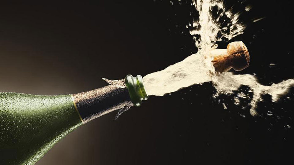 Champagne-Bubbles-Powered-by-Molecules-Underneath