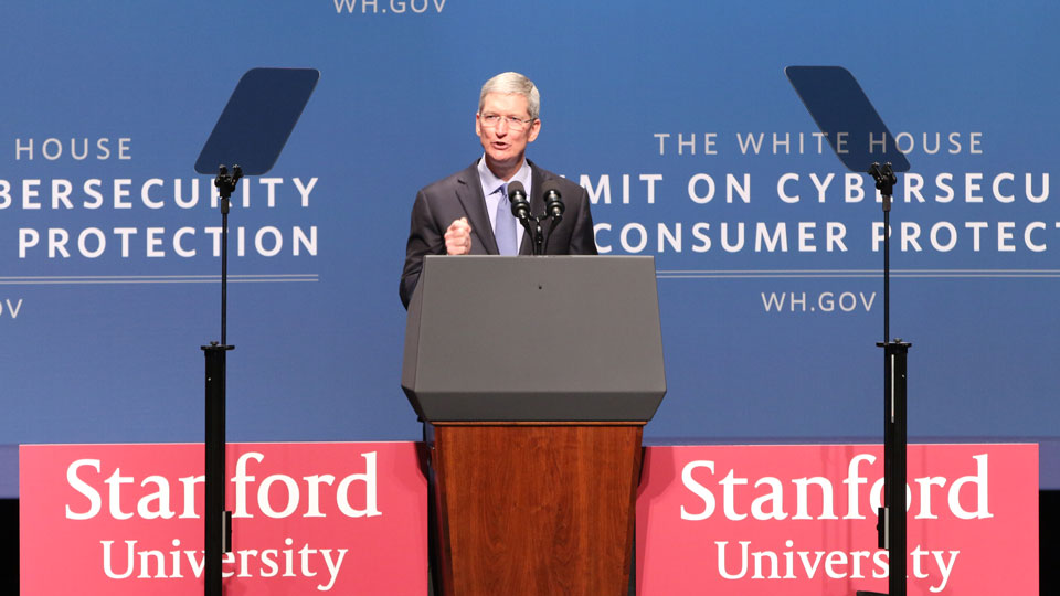 Apple-Tim-Cook-at-White-House-Summit