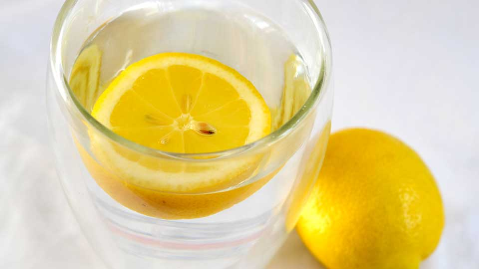 Hot-water-with-lemon