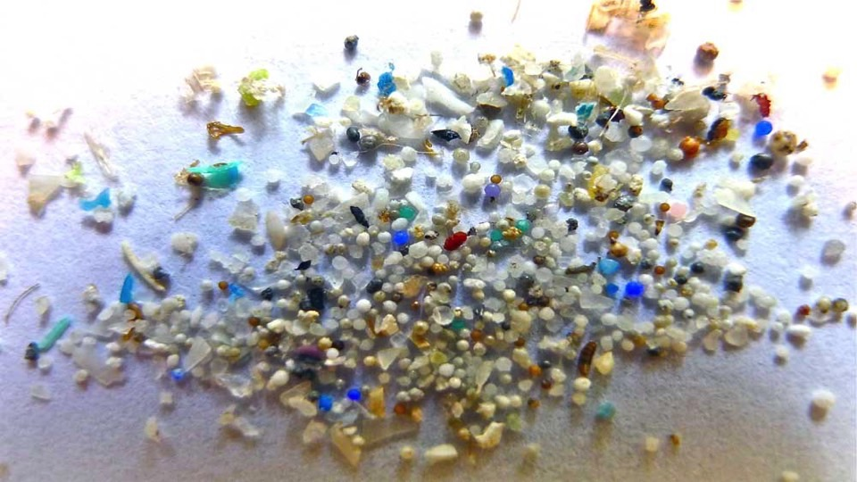 tiny-plastic-balls-microbeads