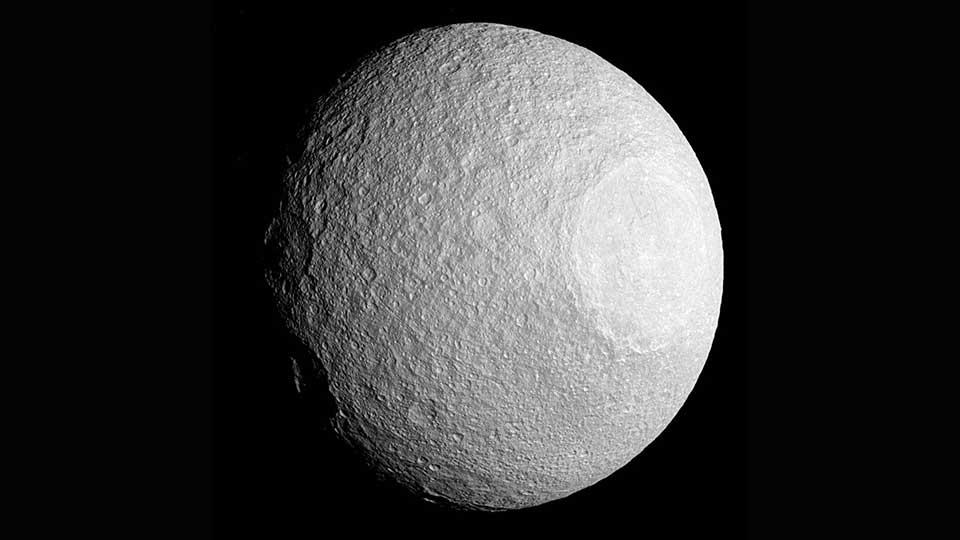 Saturn-Colossal-Polar-Cyclones