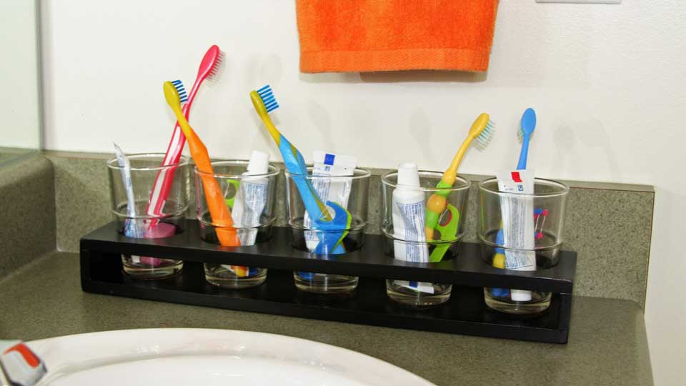 Toothbrush-Might-Breed-Nasty-Germs