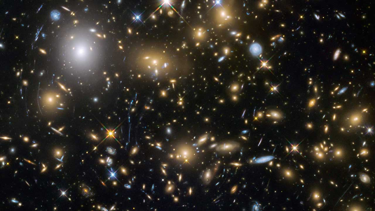 Hubble discovers 250 tiny galaxies that existed 600 900mn for Immagini galassie hd
