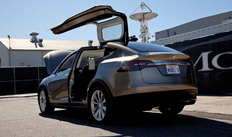 Luxury-Electric-SUV-Introduced-by-Tesla-Motors-3