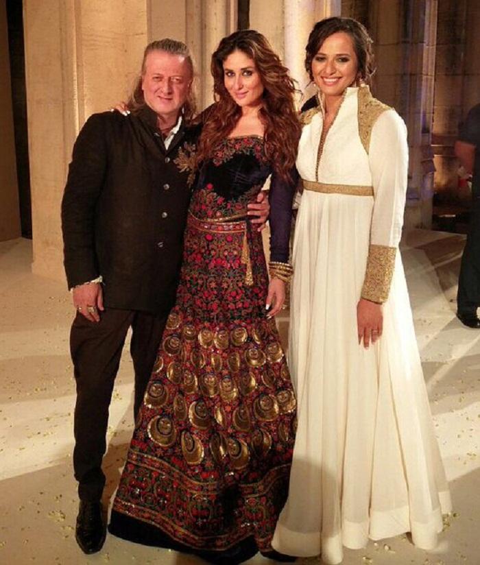 Kareena Kapoor Stuns At the Lakme Fashion Week
