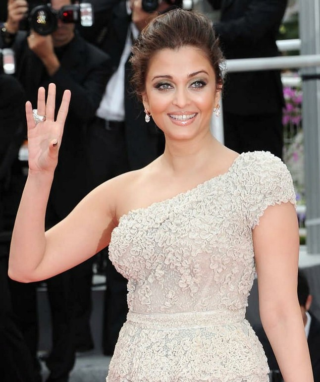 aishwarya-rai-bachchan-at-cannes-film-festival-2011